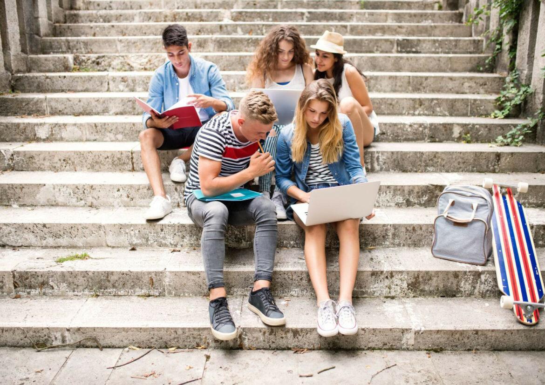 Si estás pensado en mandar a tu hijo/a a estudiar al extranjero no está de más conocer todas las ventajas que te ofrece esta inmersión lingüística para tu hijos.